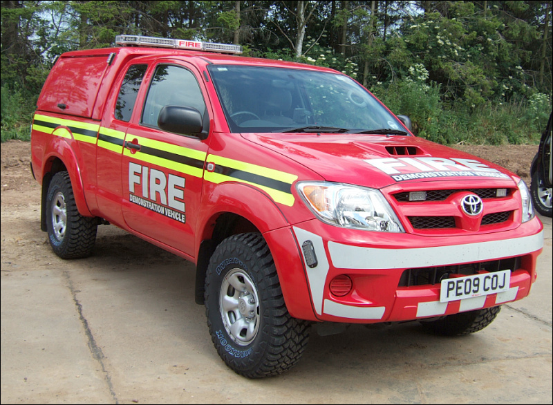 Evems.com - Fire Engines For Sale - Toyota Hilux RIV (2)